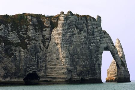erode: France, Normandy: The Elephants Trunk at Etretat. This place is knowned for its clifs and his natural arch Stock Photo
