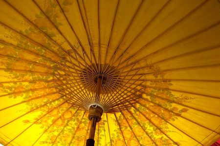 teknik: Thailand, Chiang Mai: Umbrella makers;  inside view of an yellow umbrella with flowers Stockfoto