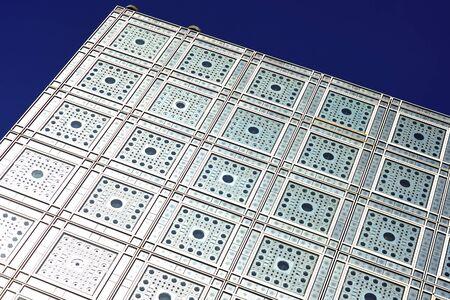 arabe: Francia, Par�s: el famoso Institut du Monde Arabe; institut mundo �rabe, de color azul cielo y la arquitectura moderna