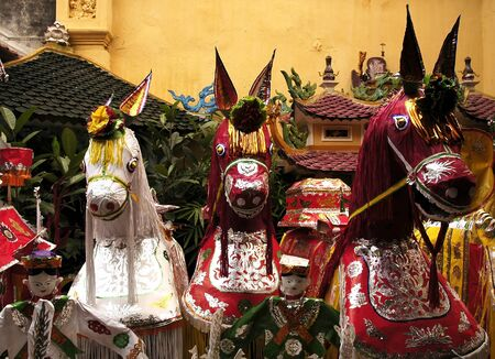 ha: Vietnam, Hanoi: Commemoration at the THANH HA temple with paper figures