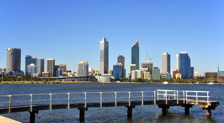 In Australia  a panoramic view of the modern Perth's city with the Swan river and a jetty during day time  Foto de archivo