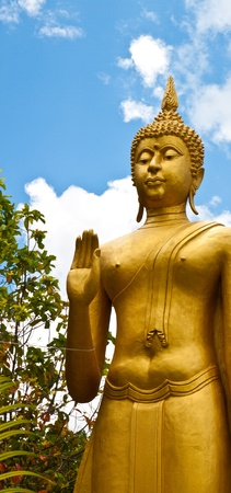 Buddha statue with the blue sky Stock Photo - 9537014