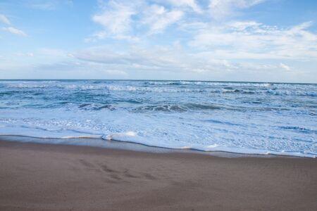 light wave: La spiaggia con l'onda luminosa Archivio Fotografico