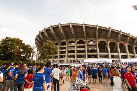 タイ対ベトナム FIFA ワールド カップ資格 AFC グループ ステージ 1 5 月 24 日 (日曜日) 19:00 ラジャマンガラ スタジアム、バンコク、タイの人々 がスタ
