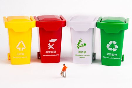 A villain model stands in front of a row of trash cans and is thinking about garbage sorting.
