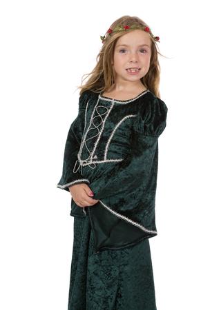 Una niña vestida de princesa medieval posando para el retrato.
