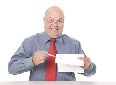 Een louche uitziende verkoper die aandringt op een handtekening. Stockfoto