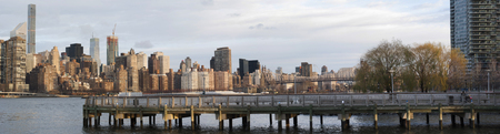 long island: Manhattan Skyline from Gantry Plaza State Park, Long Island City Stock Photo