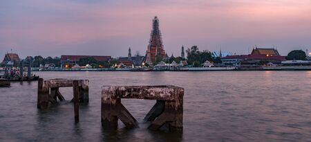 wat arun: Wat Arun, Temple of Dawn, one of the most famous landmark of Bangkok, Thailand Stock Photo