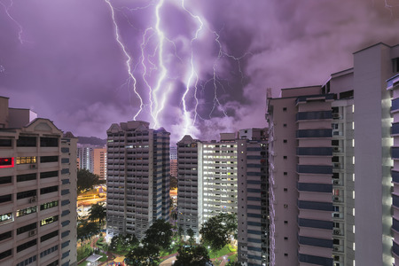 HDB flats in Bukit Batok, Singapore with dramatic thunder storm 報道画像