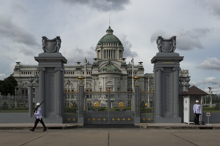 squad: The Ananta Samakhom Throne Hall is a royal reception hall within Dusit Palace in Bangkok, Thailand. It was commissioned by King Chulalongkorn (Rama V) in 1908. The building was completed in 1915. It now serves as a museum and is from time to time employed Editorial