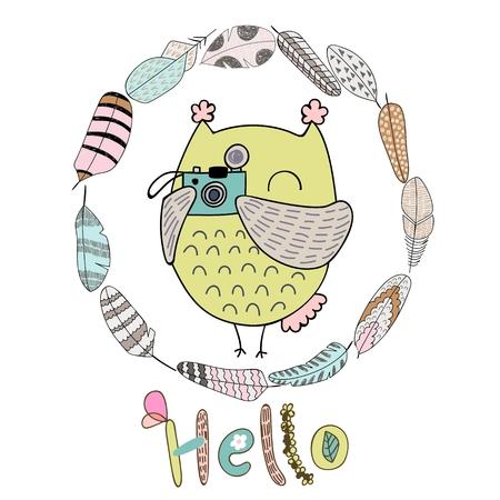 Kaart met cartoonuil en veren in heldere kleuren. Hallo vectorillustratie.