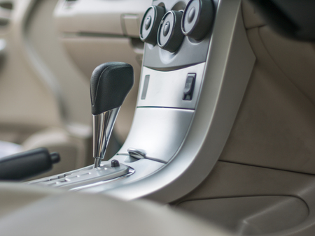 automatic gear inside the car. Imagens