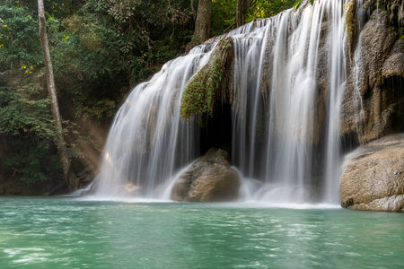 Erawan water fall (Second floor), tropical rainforest at Srinakarin Dam, Kanchanaburi, Thailand.Erawan water fall is  beautiful waterfall in Thailand. Unseen Thailand - Image Stockfoto