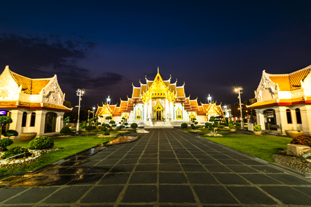 Beautiful view of Wat Benchamabophit Dusitvanaram, also known as the marble temple, it is one of Bangkok's most beautiful temples and a major tourist attraction. Banque d'images