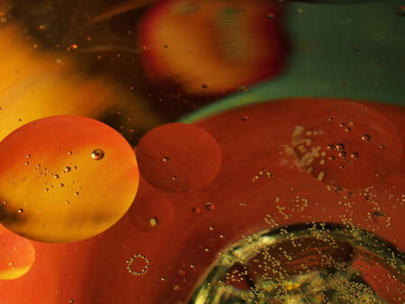 Abstract photography. Multi-colored circles on a multi-colored background. Red, yellow, pink, green, purple circles. Drops of oil on the water. Bokeh. The background photo. 免版税图像 - 158530646