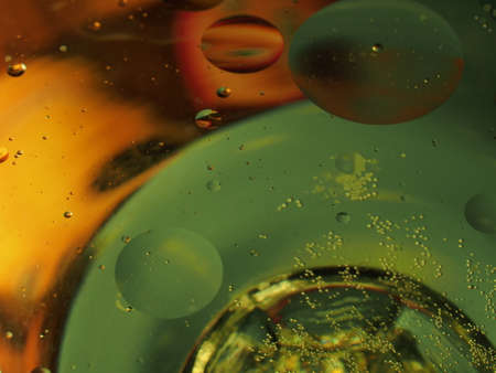 Abstract photography. Multi-colored circles on a multi-colored background. Red, yellow, pink, green, purple circles. Drops of oil on the water. Bokeh. The background photo. 免版税图像