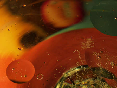 Abstract photography. Multi-colored circles on a multi-colored background. Red, yellow, pink, green, purple circles. Drops of oil on the water. Bokeh. The background photo. 免版税图像 - 158530792