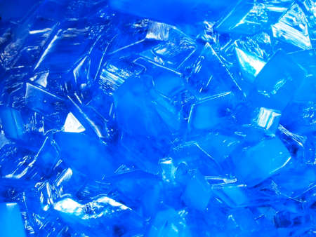 Macrophotography of blue transparent crystals of copper sulfate. Crystal surface texture. Close-up. 免版税图像
