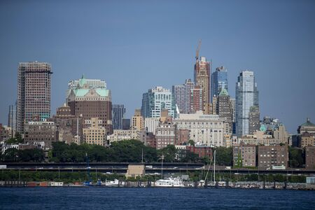 A view of Brooklyn Heights is seen from the Staten Island Ferry in New York City. Редакционное