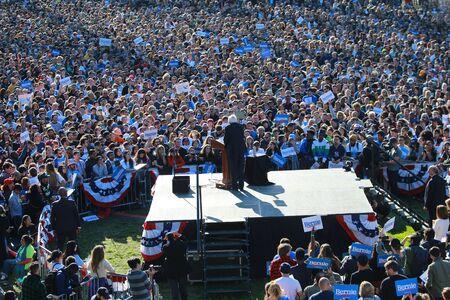 El senador de Vermont y candidato presidencial demócrata Bernie Sanders hace campaña en el Bernie's Back Rally en Long Island City, N, Y, el sábado 19 de octubre de 2019 (Foto: Gordon Donovan). Editorial