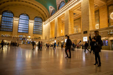 A near empty Grand Central Terminal in New York City during the morning rush on Friday, March 13, 2020. Sajtókép