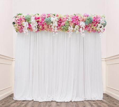 결혼식에서 아늑한 방에 꽃 배경