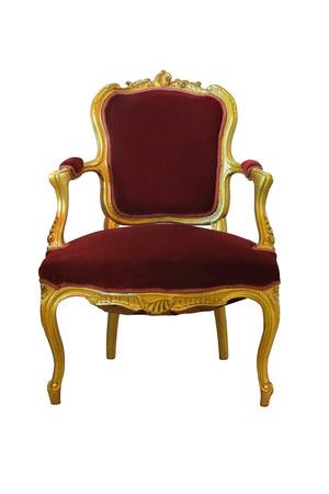 trono: Silla de oro con tejido de lana de color rojo aislado en el fondo blanco