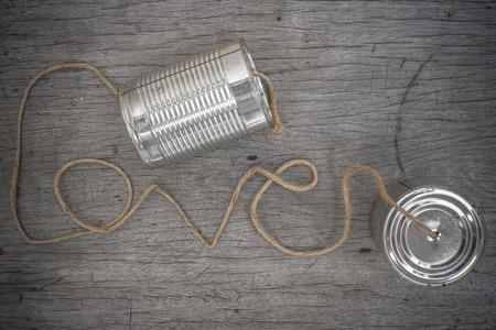 전화 연결 로프 통나무 모양의 단어 사랑 나무 배경