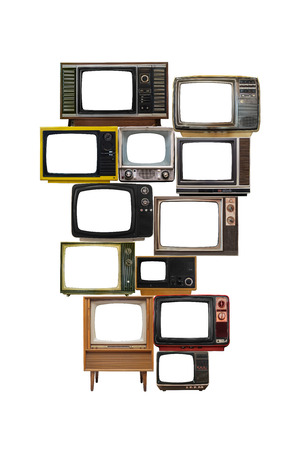 geïsoleerd beeld van de vele oude vintage televisies opstapelen