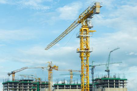 Kran-Betriebs auf der Baustelle Lizenzfreie Bilder