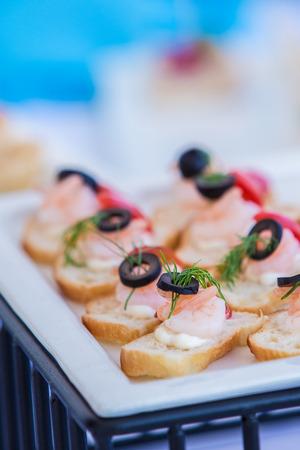 Snackbar am Cocktail-Party, Garnelen auf Brot Lizenzfreie Bilder