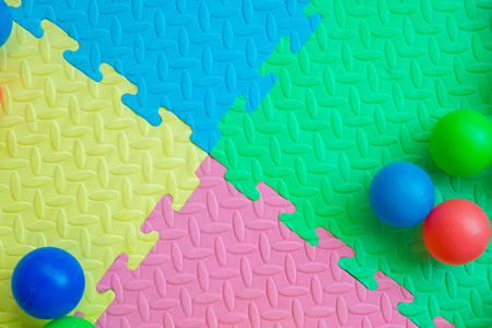 Pastel color kid play mat with plastic balls Imagens