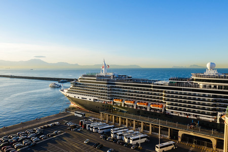 Large cruise docking by the harbour next to parking lots 免版税图像
