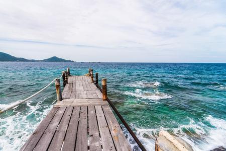 wooden broad walk way to the sea Stok Fotoğraf