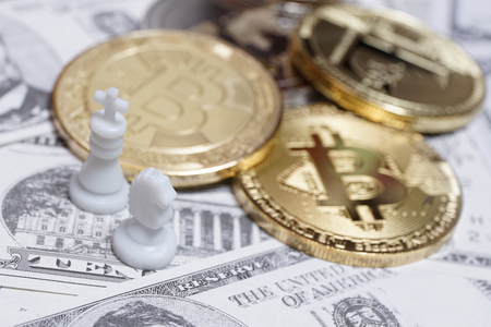 Chess pieces with bitcoins on US dollars background, conceptual photography, money game Foto de archivo - 119845596