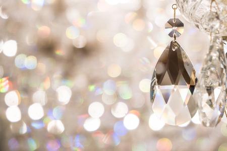 Close-up beeld van kristal op kroonluchter met bokeh background Stockfoto