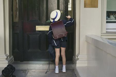 Schoolgirl in blue suit, hat and white sneakers Zdjęcie Seryjne