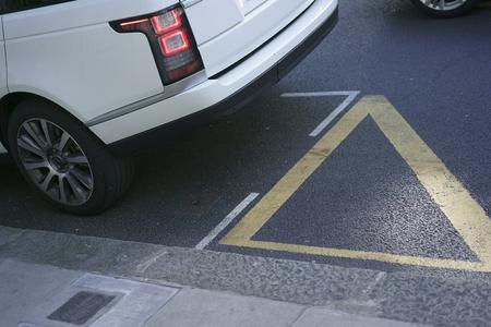 The white car parked Zdjęcie Seryjne