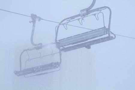 Ropeway in snowy mountains Zdjęcie Seryjne
