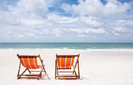 Stühle an einer Küste Standard-Bild - 10361273