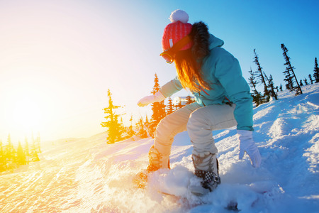 neige qui tombe: snowboarder femme