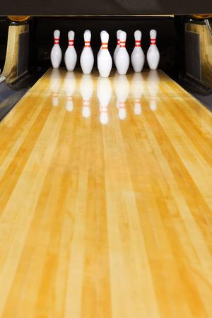 Bowling-pins  Standard-Bild - 52610502