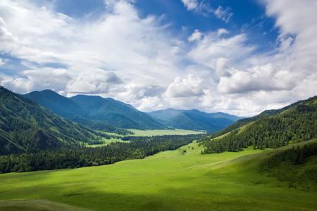 Bergwelt Standard-Bild - 53125580