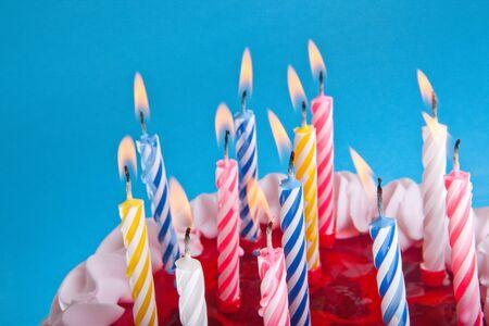torta de cumpleaños: pastel de cumpleaños