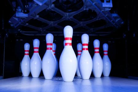 Bowling-pins  Standard-Bild - 58208179