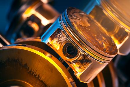 Motor. Pistones y cigüeñal. Foto de archivo - 75444692