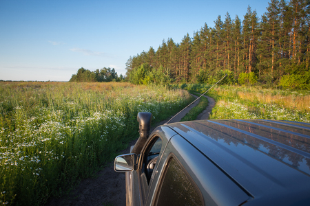 Offroad car journey. Overlanding Lizenzfreie Bilder