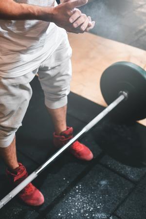 Mann , der crossfit Training tut , trainiert Standard-Bild - 91697672