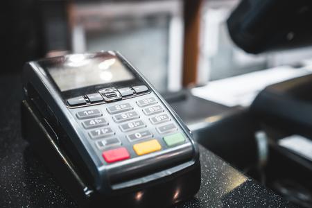credit card pay terminal Standard-Bild - 97132871